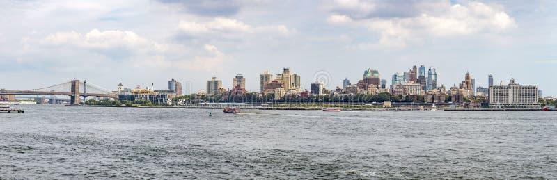 Panoramautsikt till Manhattan horisont från den Staten Island färjan royaltyfri bild
