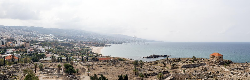 Panoramautsikten av det forntida fördärvar på Byblos, Libanon fotografering för bildbyråer
