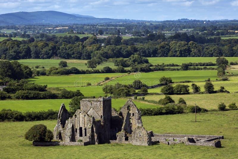 Panoramautsikten av fördärvar av en Hore abbotskloster i Cashel, Irland Det är en förstörd Cistercian kloster och en berömd gräns fotografering för bildbyråer