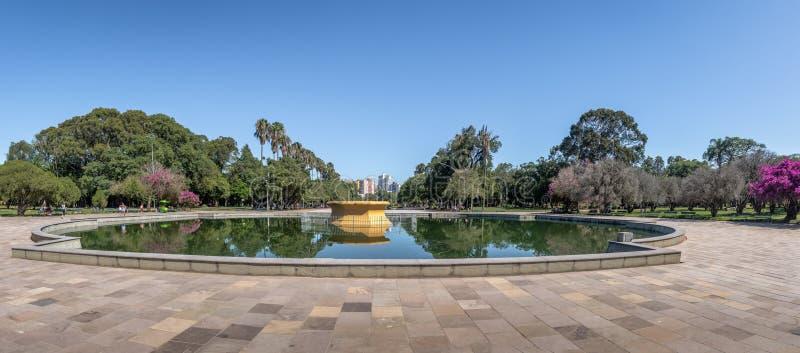 Panoramautsikten av Farroupilha parkerar, eller Redencao parkerar springbrunnen in - Porto Alegre, Rio Grande do Sul, Brasilien royaltyfria foton
