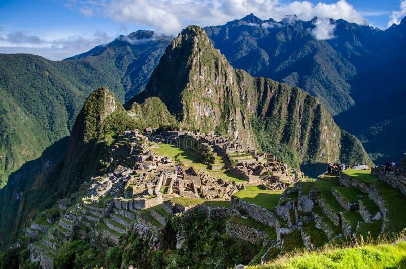 Panoramautsikten av Machu Pichu fördärvar royaltyfri fotografi