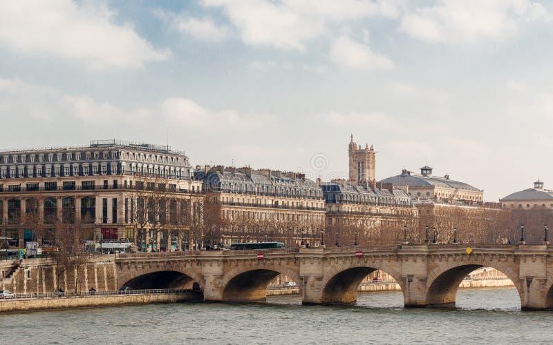 Panoramautsikten av rive droite, floden Seine arkivbilder