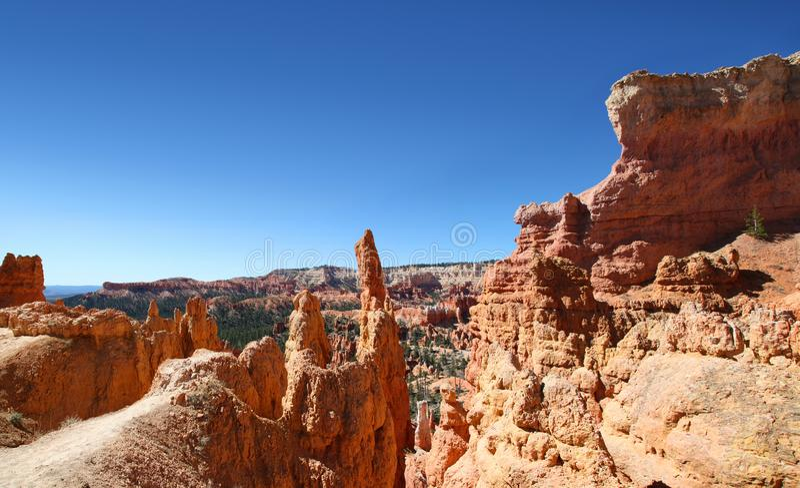 Panoramautsikten bedöva vaggar bildande i Bryce Canyon National Park arkivfoto