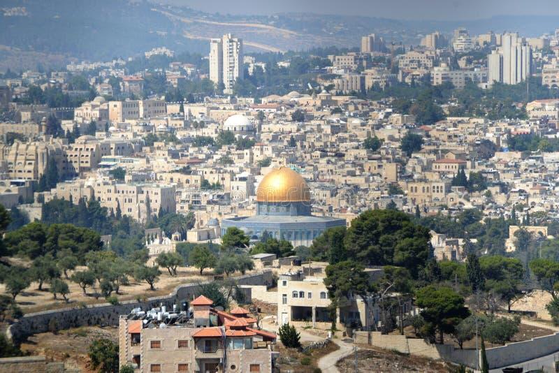 Panoramautsikten till Jerusalem den gamla staden och tempelmonteringen, kupol av vaggar från Mt av oliv Israel arkivbild