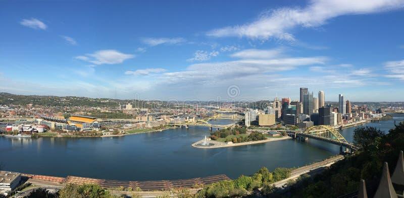 Panoramautsiktstad av Pittsburgh arkivfoto