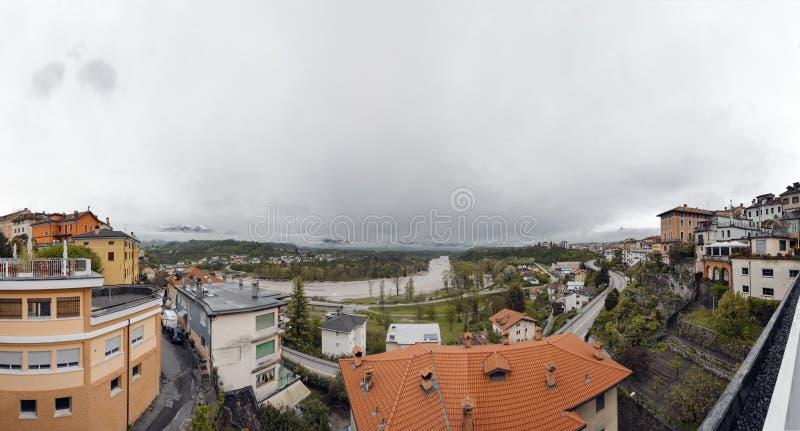 Panorame från mitten av Belluno arkivfoto