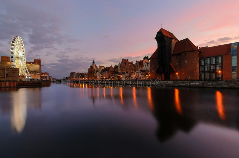 Panorame van cityscape van Gdansk, na zonsondergang polen royalty-vrije stock foto's