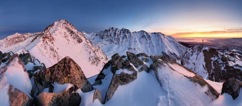 Panorami del lanscape de la montaña de Eslovaquia en Tatras foto de archivo libre de regalías