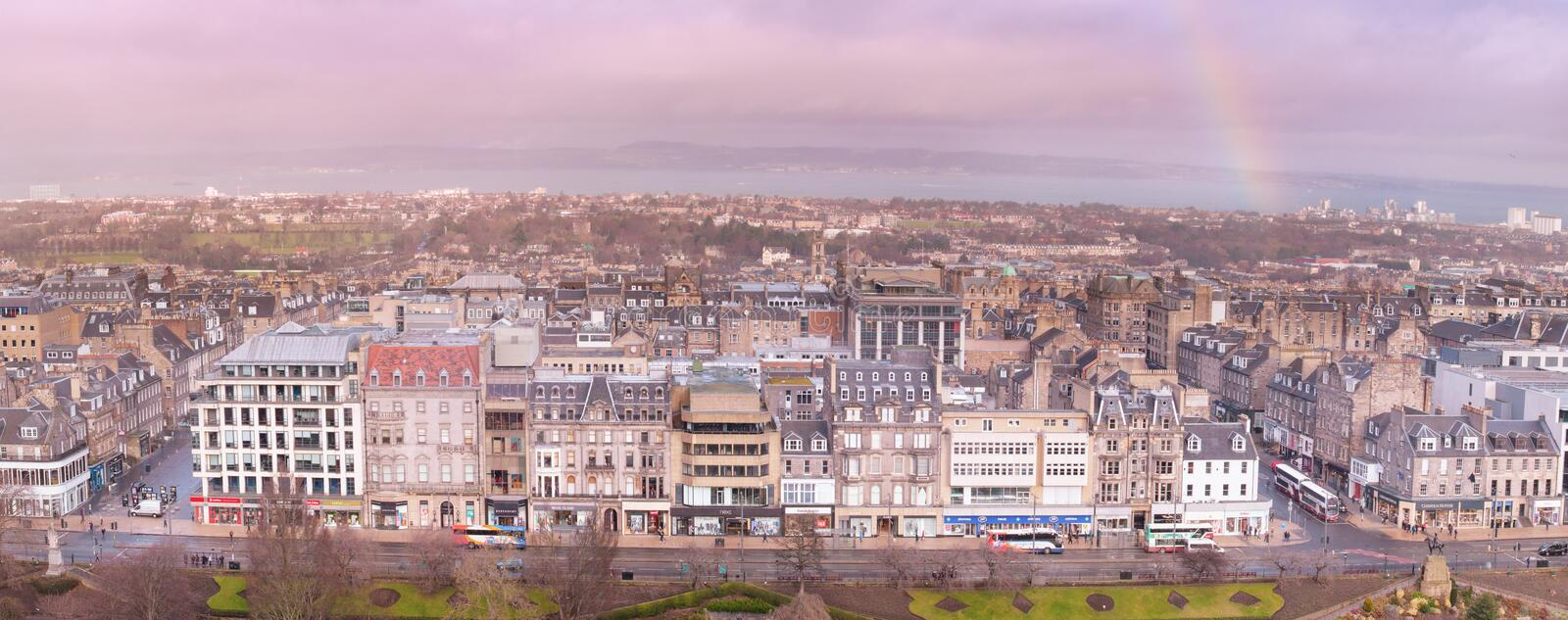 Panoramic view of Edinburgh with buildings and Victory Street stock photography