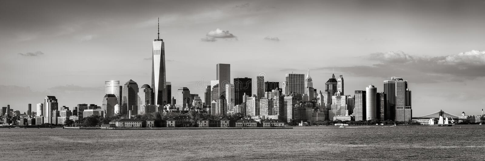 Panoramic view of Lower Manhattan and New York City skyscrapers Black & White stock photos