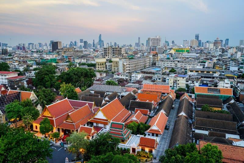 Panoramica Bangkok, Tailandia, paesaggio urbano con cielo aperto fotografia stock libera da diritti