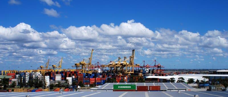 Panoramica del terminale di contenitore immagini stock libere da diritti