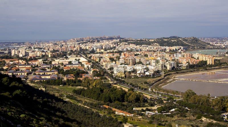 Panoramica di Cagliari e dello stagno di Molentargius - la Sardegna immagini stock libere da diritti