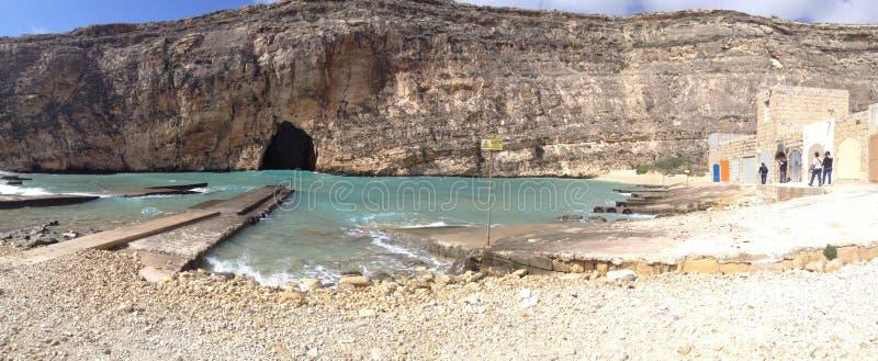 Panoramica di una spiaggia in San Lorenzo, Malta immagine stock libera da diritti