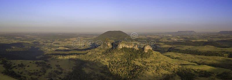 Panoramica med drone av indisk sten i Botucatu-regionen Inre staten São Paulo Brasilien fotografering för bildbyråer