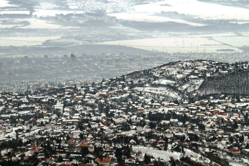 Panoramicl widok miasteczko w zimie z smogiem obrazy royalty free