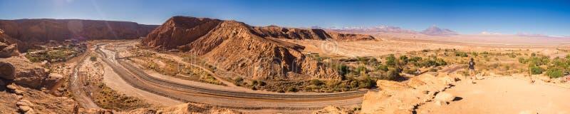 Panoramico dal Pukara de Quitor della valle di San Pedro de Atacama nel Cile fotografia stock