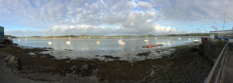 panoramico di roccia a bassa marea immagine stock