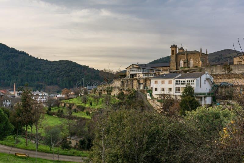 Panoramico e convento di San Francisco de AsÃs è situato in Villafranca del Bierzo Leon, Spagna fotografia stock libera da diritti