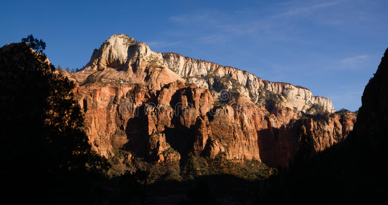 Panoramicznego widoku późnego popołudnia wysokich gór Zion park narodowy fotografia royalty free