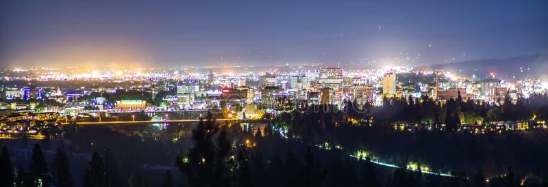 Panoramicznego widoku Spokane miasta Waszyngtoński W centrum linia horyzontu obrazy stock