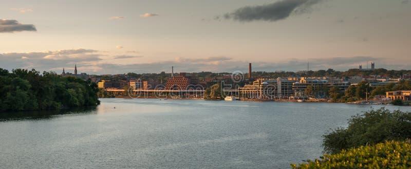 Panoramicznego widoku washington dc, usa na Potomac rzece przy zmierzchem fotografia royalty free