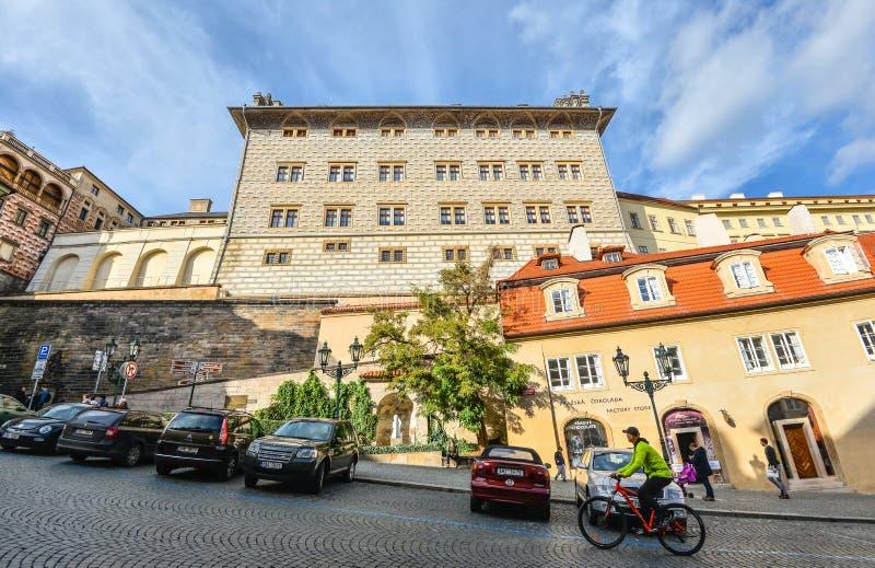 Panoramicznej jesieni rzeczny widok na Vltava rzece, Charles moscie i Praga kasztelu, republika czech stary Prague miasta panoram obrazy stock