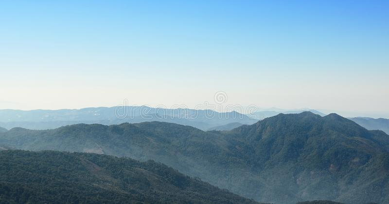 Panoramiczny halny szczyt przy Kew Mae niecki natury śladu punktem widzenia przy Doi Inthanon, Chaingmai, Tajlandia zdjęcia stock
