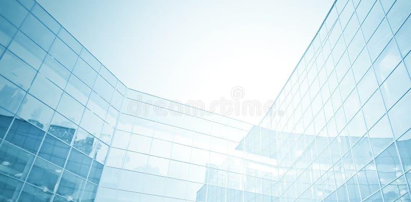 Panoramiczny i perspektywiczny szeroki kąta widok stalowego błękita tło szklani wysocy wzrosta budynku drapacze chmur zdjęcia royalty free
