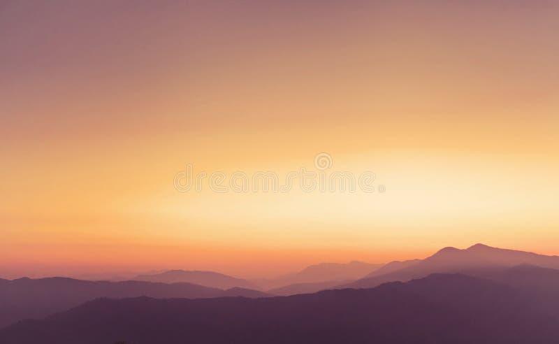 Panoramiczny krajobraz Himalajskie góry przy zmierzchem obraz stock