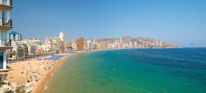 Panoramiczny krajobraz morze śródziemnomorskie i plaża Playa De Levante w Benidorm, Alicante, Hiszpania obrazy royalty free