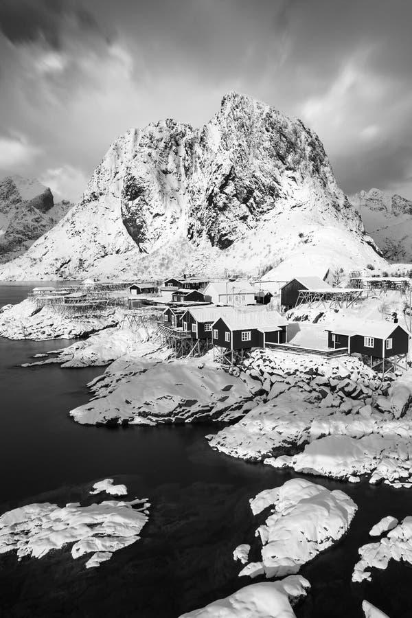 Panoramiczny krajobraz, zim g?ry i fjord odbicie w wodzie, Norwegia Lofoten wyspy zmierzch kolorowa zima zdjęcie royalty free