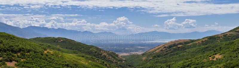 Panoramiczny Krajobrazowy widok od Travers góry Provo, Utah okręg administracyjny Utah jezioro, Wasatch Frontowe Skaliste góry i  obraz royalty free