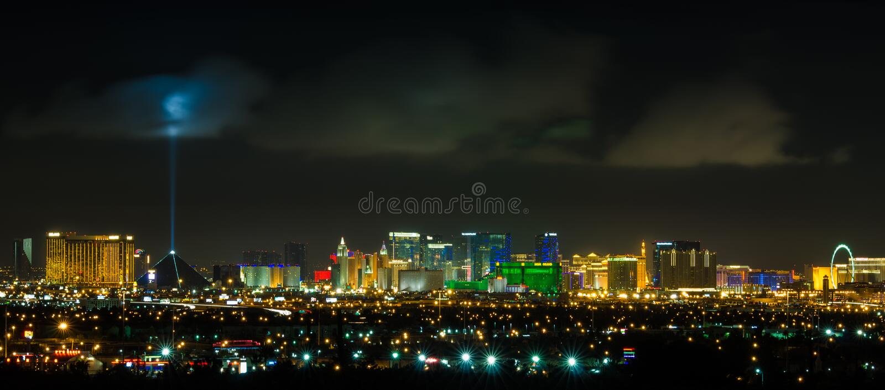 Panoramiczny Las Vegas paska pejzaż miejski przy nocą fotografia royalty free