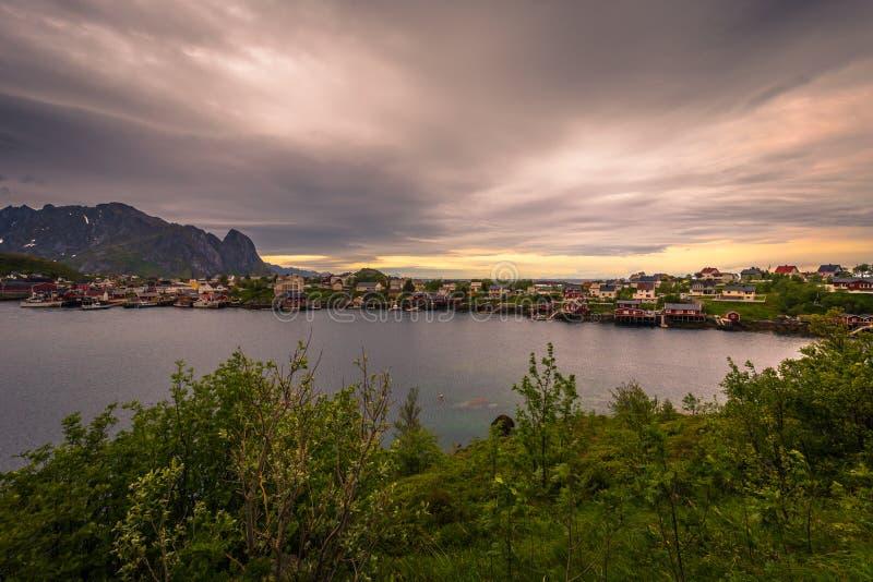 Panoramiczny obraz miasta Reine na Wyspach Lofoten, Norwegia zdjęcie royalty free