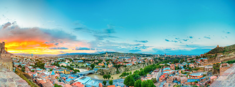 Panoramiczny Odgórny widok Tbilisi Gruzja Linia horyzontu, Piękny zmierzch fotografia royalty free