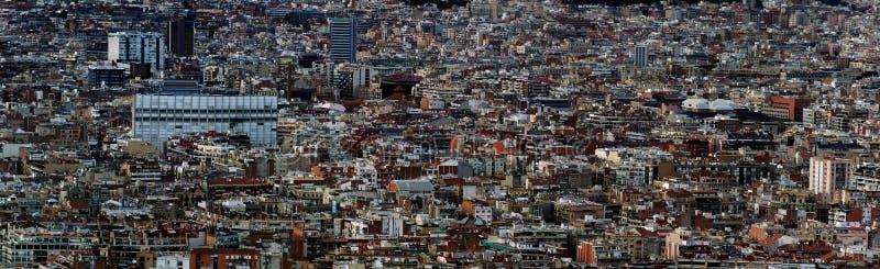 Panoramiczny powietrzny pejzażu miejskiego widok Barcelona pejzaż miejski pokazuje gęsto zatłoczonych budynki góruje i ulicy obraz stock