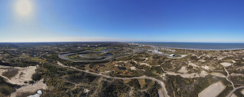 Panoramiczny powietrzny wizerunek Zandvoort wioska z plażą i tor wyścigów konnych zdjęcia stock