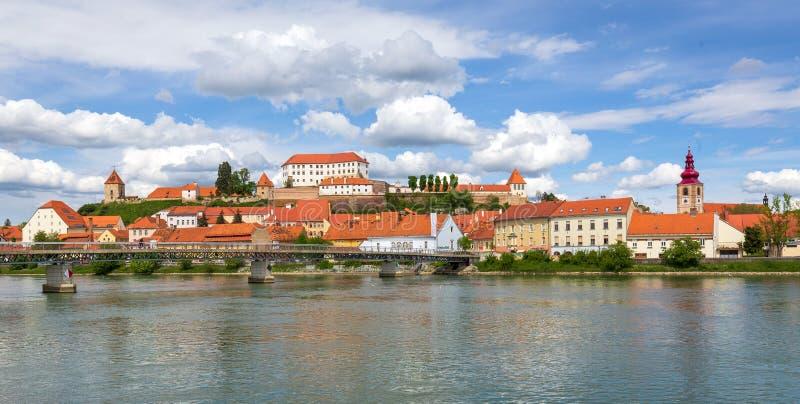 Panoramiczny rywalizuje Ptuj, Slovenia obraz stock