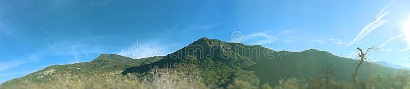 Panoramiczny strzał bliźniaczy wzgórze obrazy stock