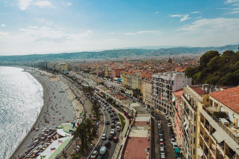 Panoramiczny widok Ładna linia brzegowa i plaża z niebieskim niebem, Francja obrazy stock
