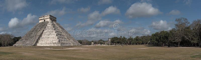 Panoramiczny widok świątynia Kukulcan lub El Castillo przy Chichen Itza, Jukatan, Meksyk fotografia royalty free