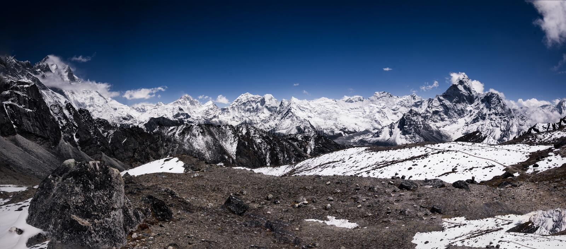 Panoramiczny widok Ama Dablam i wyspa osiąga szczyt obraz royalty free