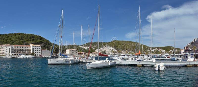 Panoramiczny widok antyczny korsykanina port Bonifacio zdjęcie royalty free