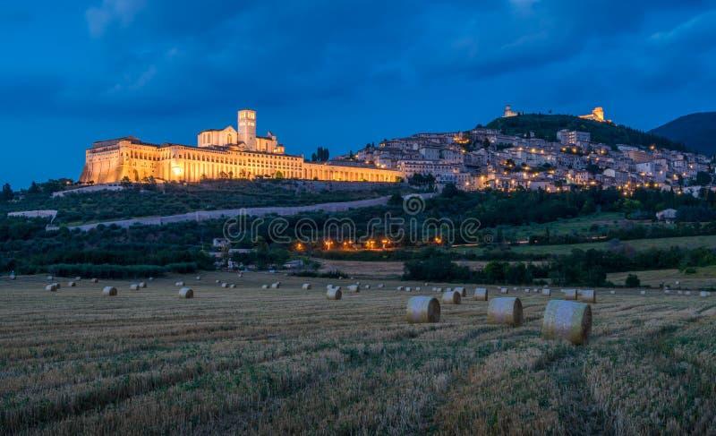 Panoramiczny widok Assisi przy zmierzchem, w prowinci Perugia, w Umbria regionie Włochy fotografia stock