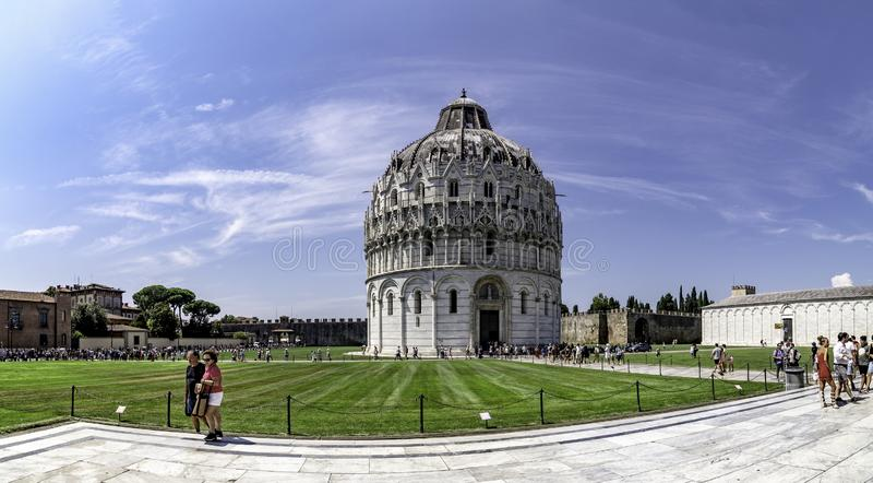 Panoramiczny widok Baptistery katedra Pisa, w piazza dei Miracoli obraz royalty free
