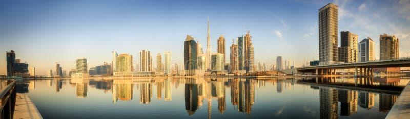 Panoramiczny widok biznes zatoka i centrum miasta Dubaj przy wschodem słońca, UAE obraz royalty free