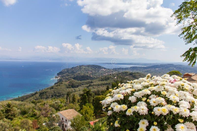 Panoramiczny widok coasline od Chlomos w Corfu, Grecja fotografia royalty free