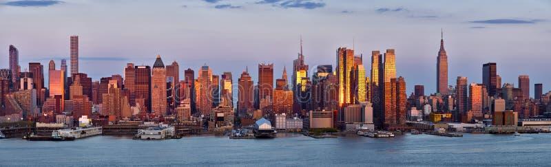 Panoramiczny widok, drapacze chmur środek miasta przy zmierzchem z hudsonem Manhattan, nowy jork miasto zdjęcia stock