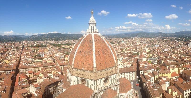 Panoramiczny widok dziejowy budynek w Włochy zdjęcia stock